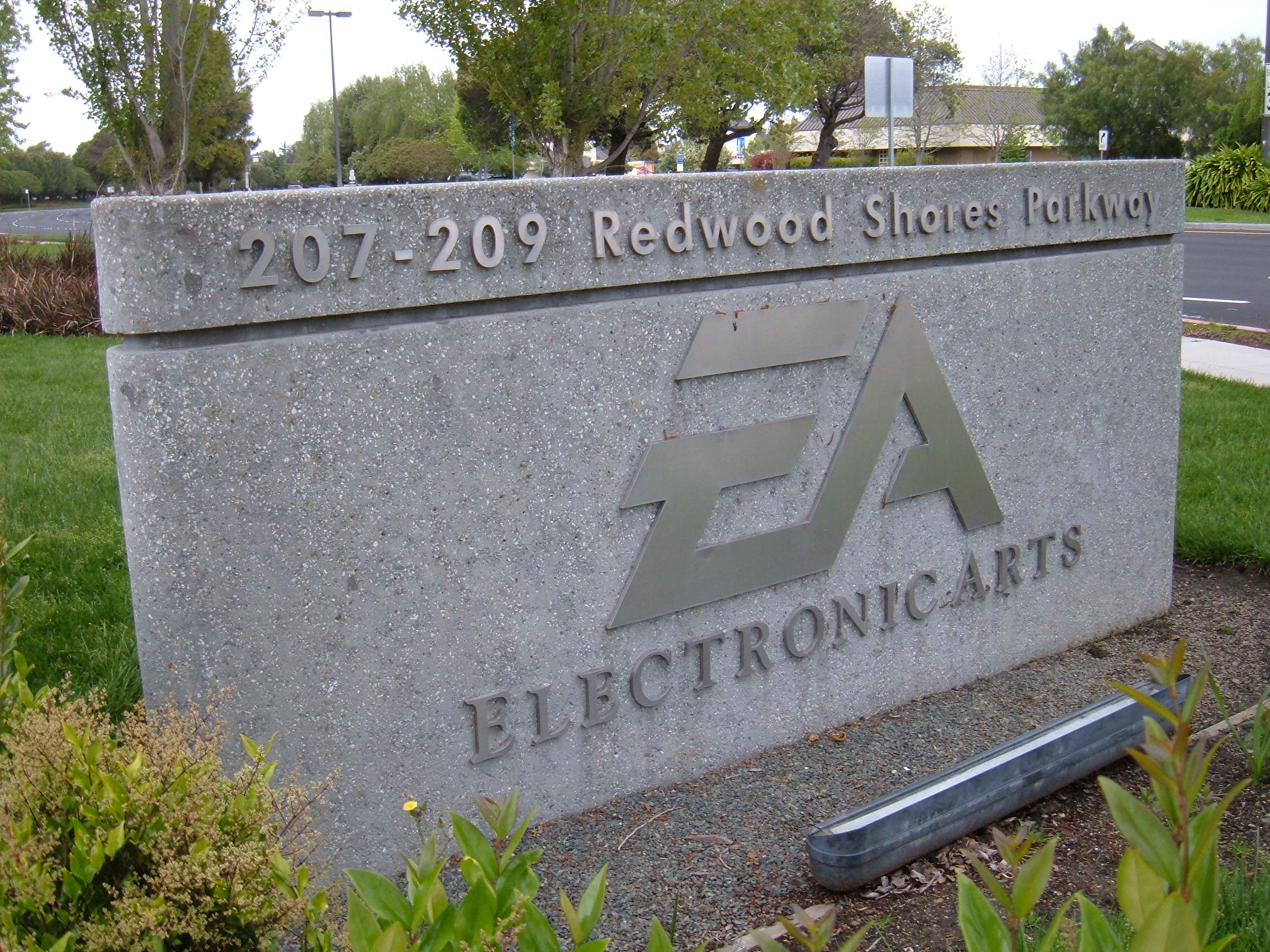 EA_HQ_complex_sign