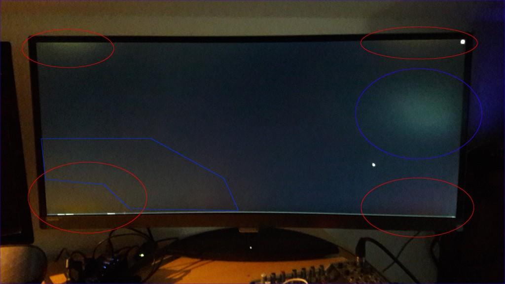 Sie roten Kreise markieren die Lichthöfe. Die blauen Felder sind durch die Zimmerbeleuchtung entstanden.