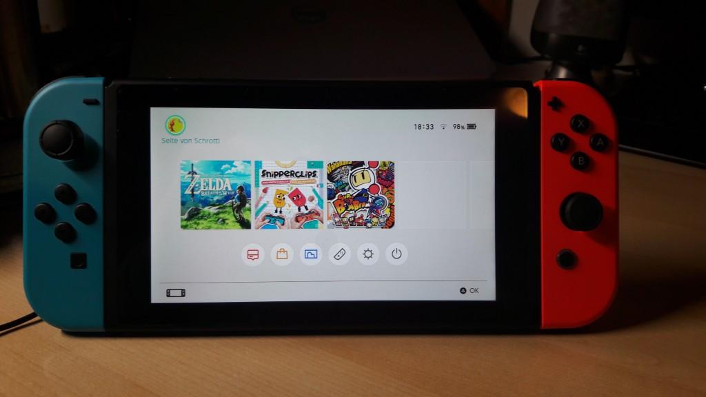 Das Home-Menü der Switch. Links und Rechts sind Joycons mit der Konsole verbunden.